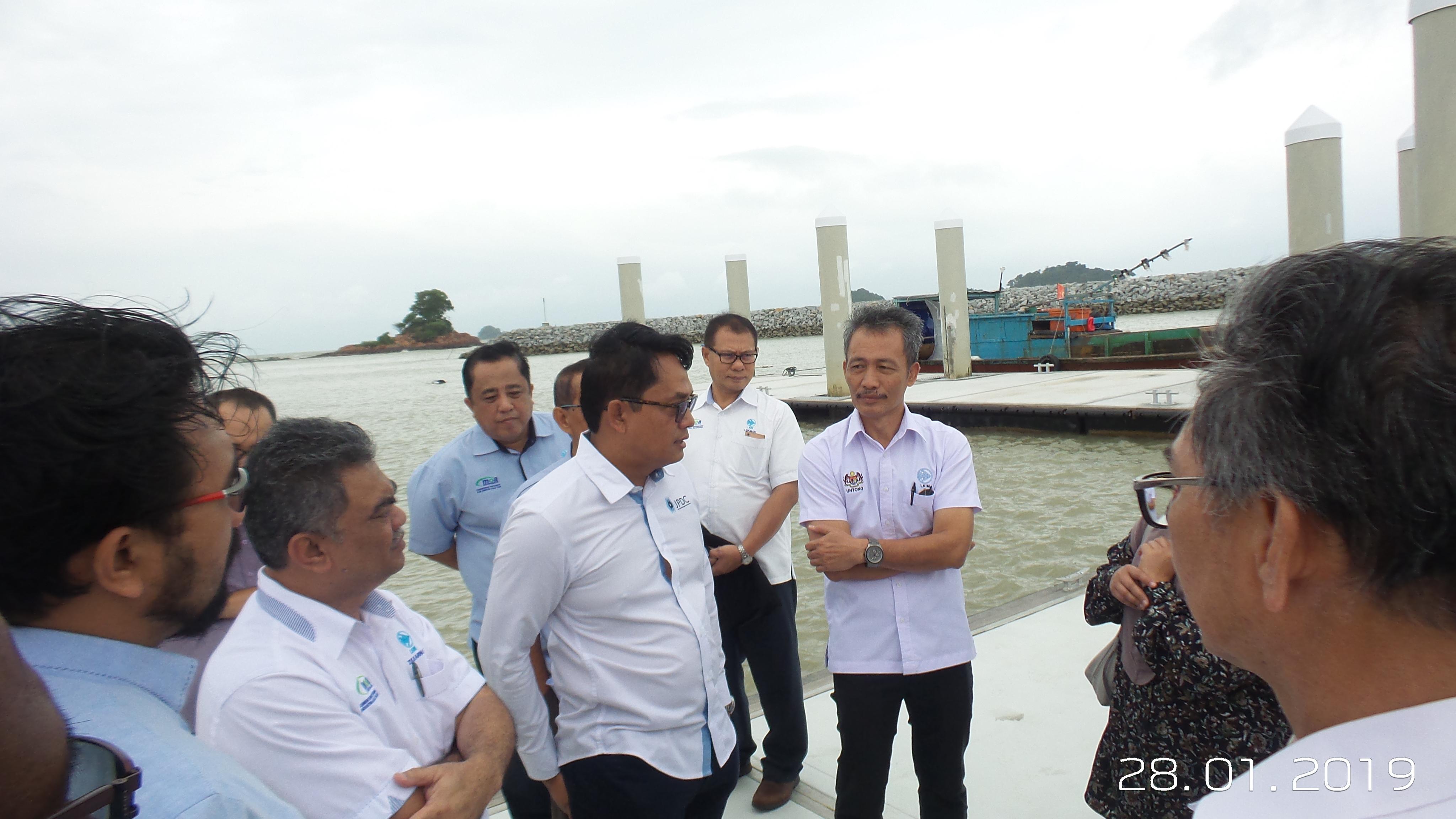 Majlis Penyerahan Projek Pembinaan Kompleks Pendaratan Ikan LKIM dan Benteng Pemecah Ombak Pengerang